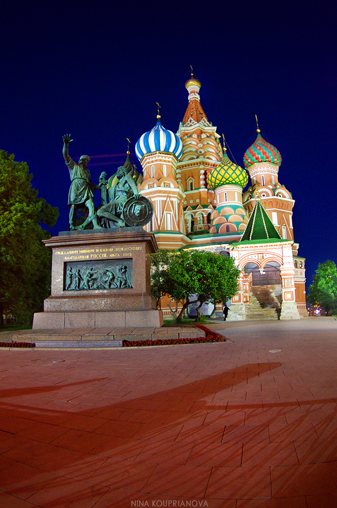 st basil's at night 1 1000 px.jpg