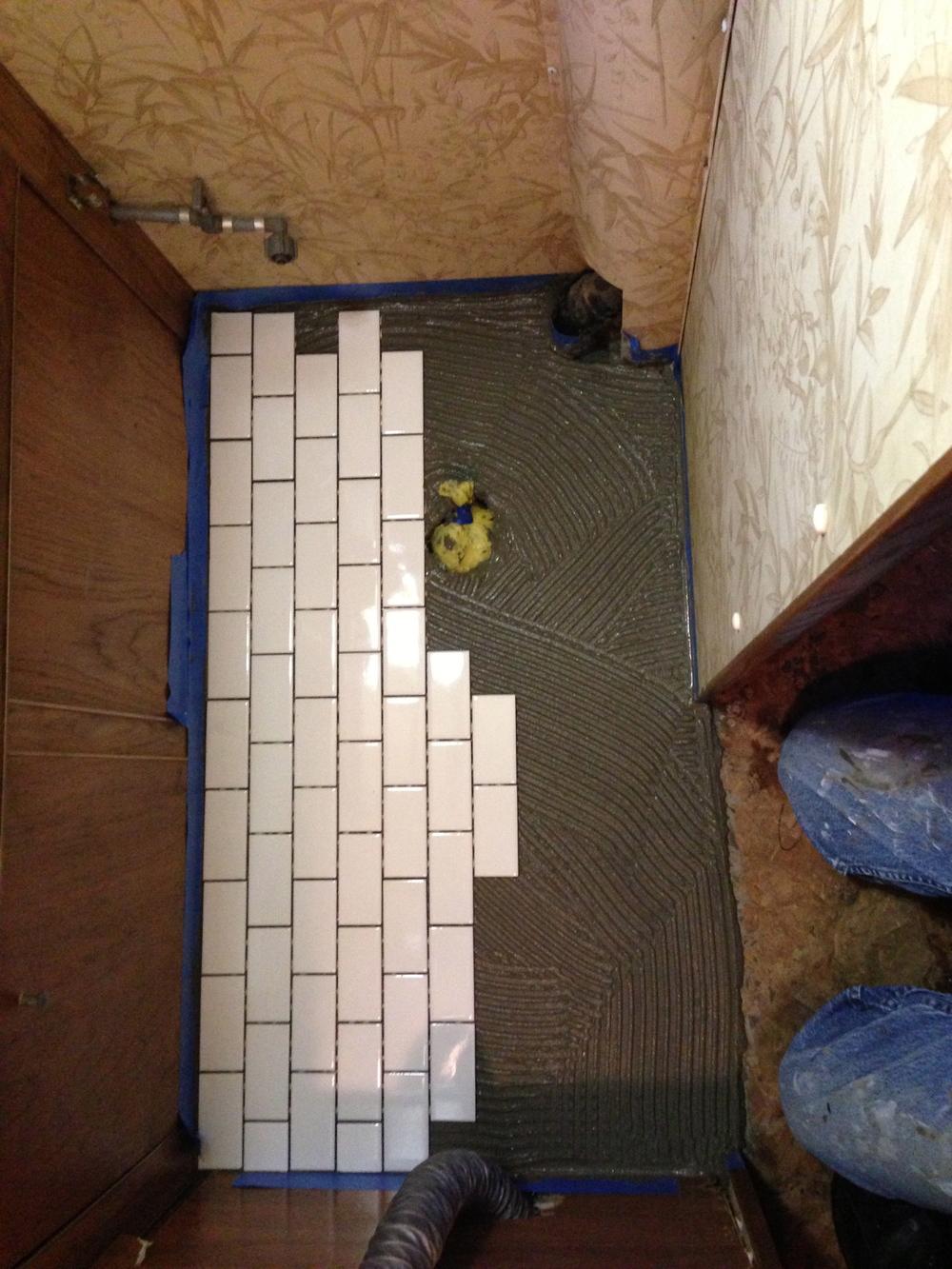 Tilint the floor.