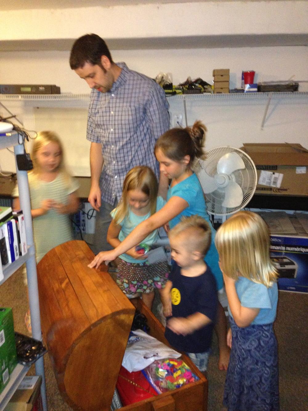 Treasure hunt at Aunt Nicole's!