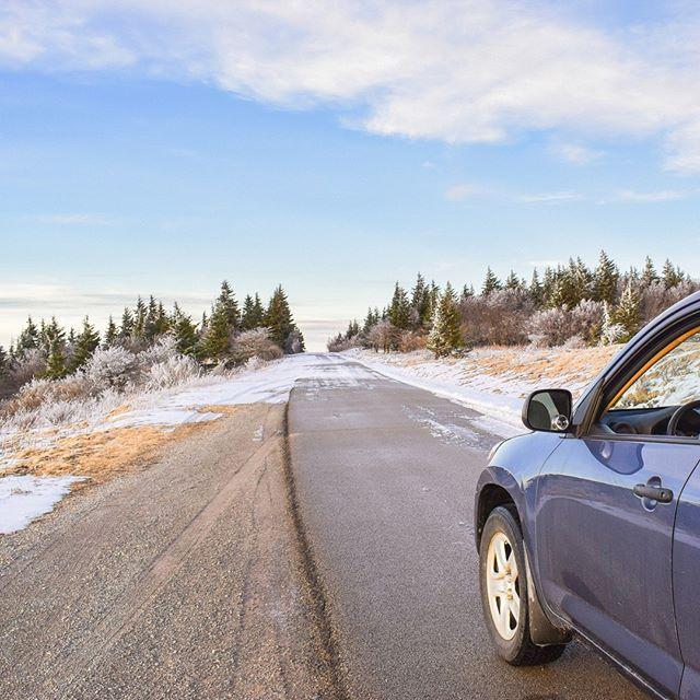 🇺🇸 Want a great view of the mountains while in West Virginia? You should definitely visit Spruce Knob peak. In winter! It is the highest point in the state of WV (4,863 ft). ... and it is so beautiful up there! Even the road up to Spruce Knob peak is worth the drive, especially it is very fun in winter (the road narrows and becomes unsafe) 🙈 Want to see gorgeous scenery check my stories! ~~~ 🇷🇺 Наша поездка в Западную Вирджинию была бы не полной, если бы мы не побывали на самой высокой вершине штата – Spruce Knob (1,482 m). Времени лучше не найти. Зима. Закат. Мороз. Зимняя дорога на гору была трудной, местами узкой, ехать приходилось медленно и очень осторожно, но мы совершенно не пожалели о поездке. Виды шикарные. Фото и видео можно посмотреть в Stories! ~~~ #SpruceKnob#AlmostHeaven#WestVirginia#WV#USA#peak#mountainstate#wvphotos#folktravel#livefolk#planetearth#winter#OnlyInWestVirginia#appalachia#wvscenery#hikewv #goeast#hiking#hikingaddict#hikingtrails#mountain#livenature#traveltoday#сша