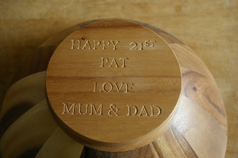 The base of a salad bowl engraved with a message to make it a bit more special!