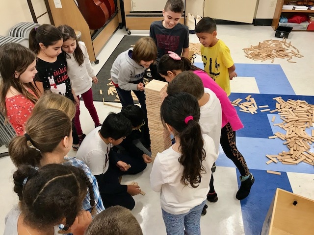 In addition to onsite exhibits and activities, Museum Educators provide interactive science, art, and cultural programming to children in their own classrooms and community centers across Westchester through the Museum Without Walls educational outreach program.