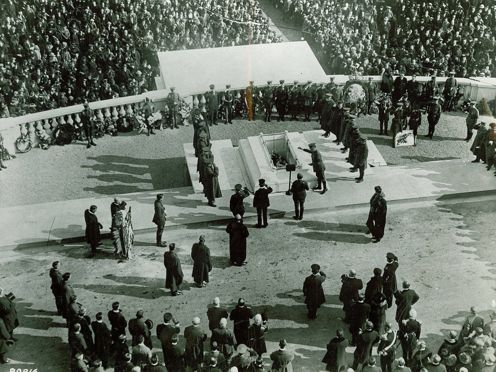 The dedication ceremony at the Tomb of the Unknown Soldier, November 11, 1921.