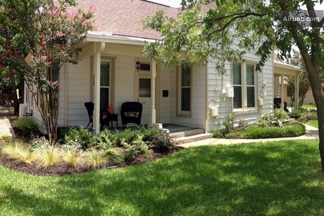 Grapevine TX Cottage on airbnb | That's Pretty Ace