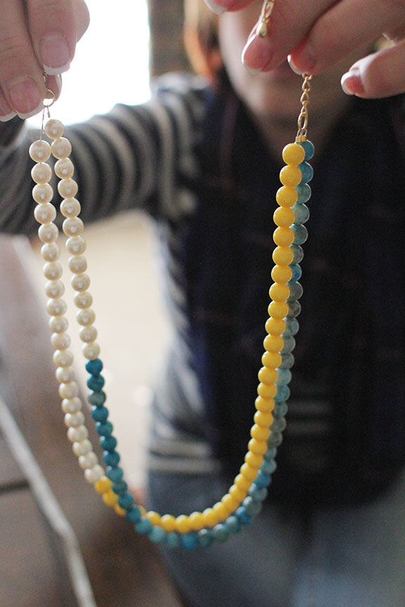 Learn how to DIY this Anthropologie necklace!  | That's Pretty Ace