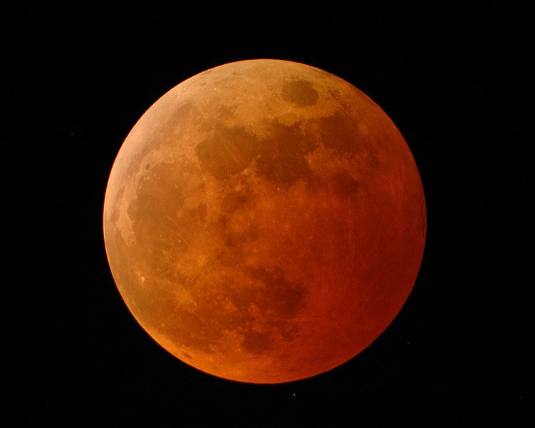 Totally eclipsed moon (image by Doug Murray; courtesy Science@NASA and NASA's Goddard Space Flight Center)