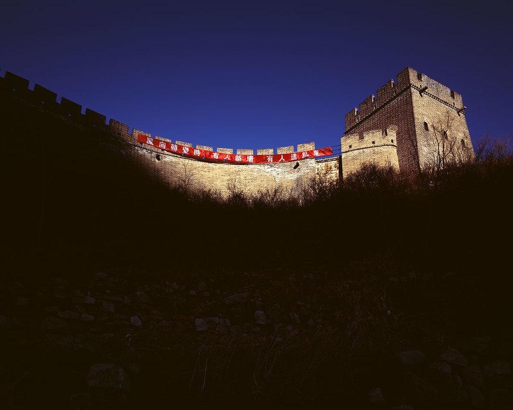 風向轉變時,有人築牆,有人造風車 When the storm is coming, some people build walls, others build windmills.  Chinese proverb