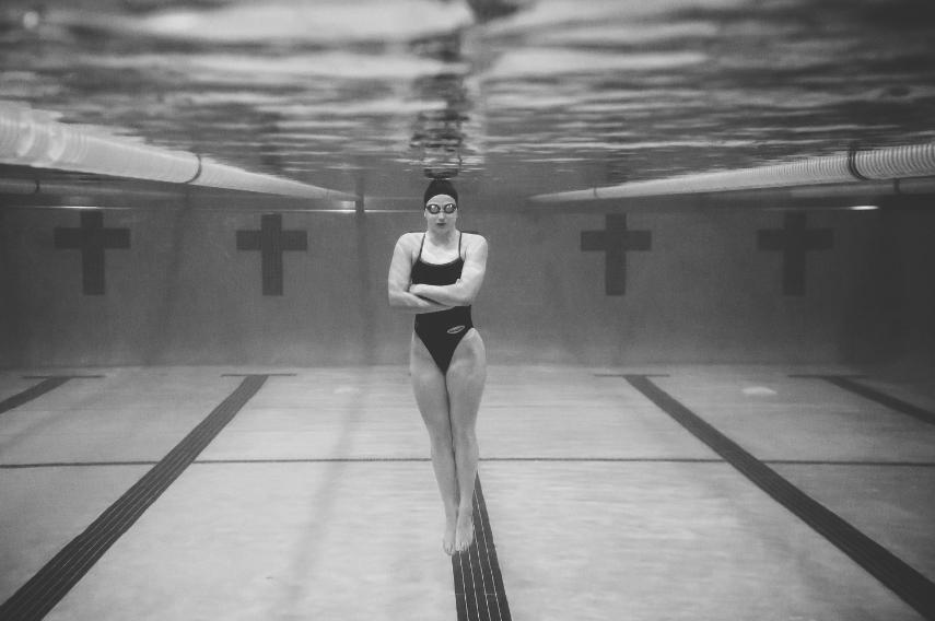 Minneapolis Senior Portrait Photographer Lucas Botz Photography Underwater_03.jpg