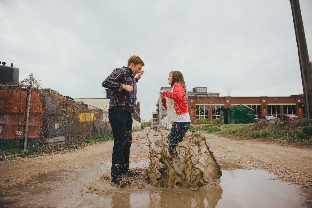 puddled_jumping_minneapolis_engagement_picture_ session_by_Lucas_botz-07.jpg