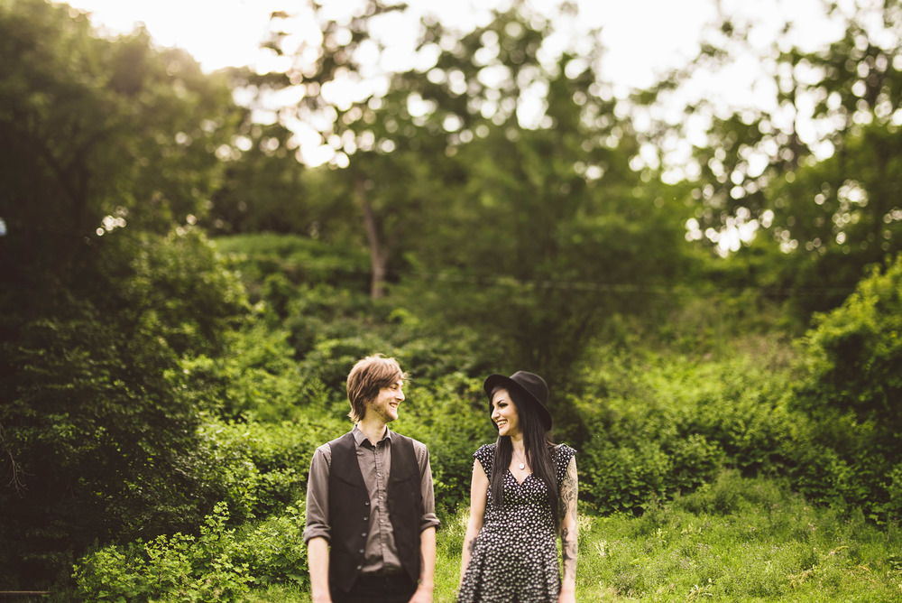 Minneapolis_Minnehaha_Engagement_Session_Tyler_Megan_004.jpg