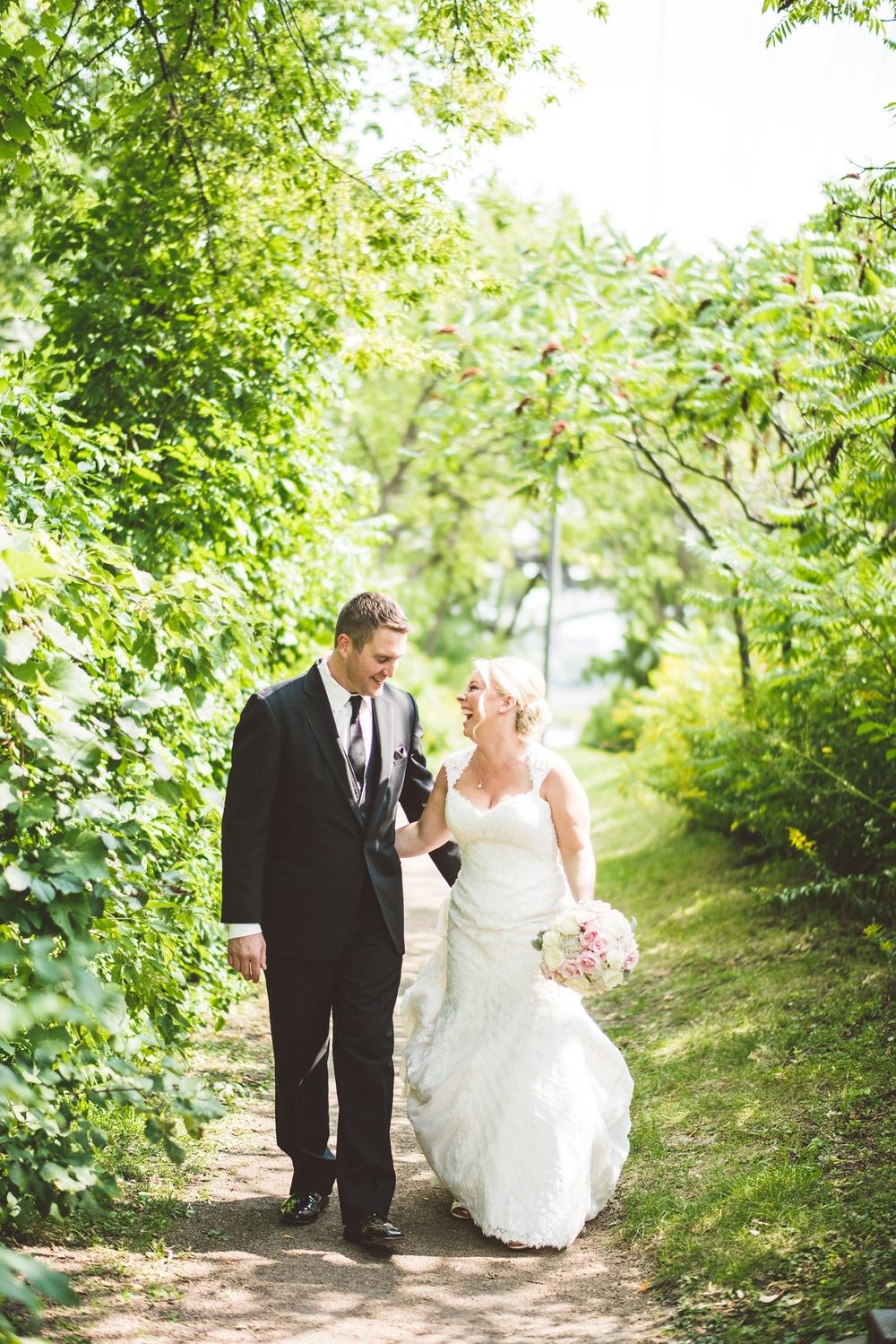 Best_wedding_photos_Minneapolis_minnesota_lucas_botz_photographty_83.jpg