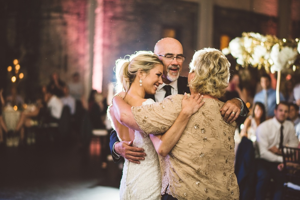 Best_wedding_photos_Minneapolis_minnesota_lucas_botz_photographty_89.jpg