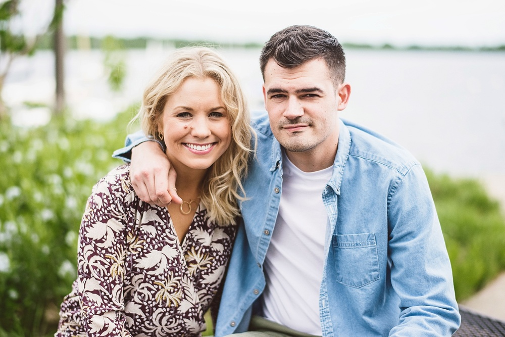 erika_alexa_Minneapolis_cedar_lake_engagement_lucas_botz_photography_0002.jpg