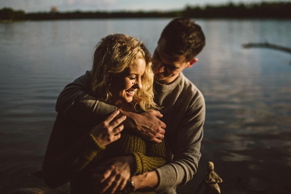 erika_alexa_Minneapolis_cedar_lake_engagement_lucas_botz_photography_0009.jpg