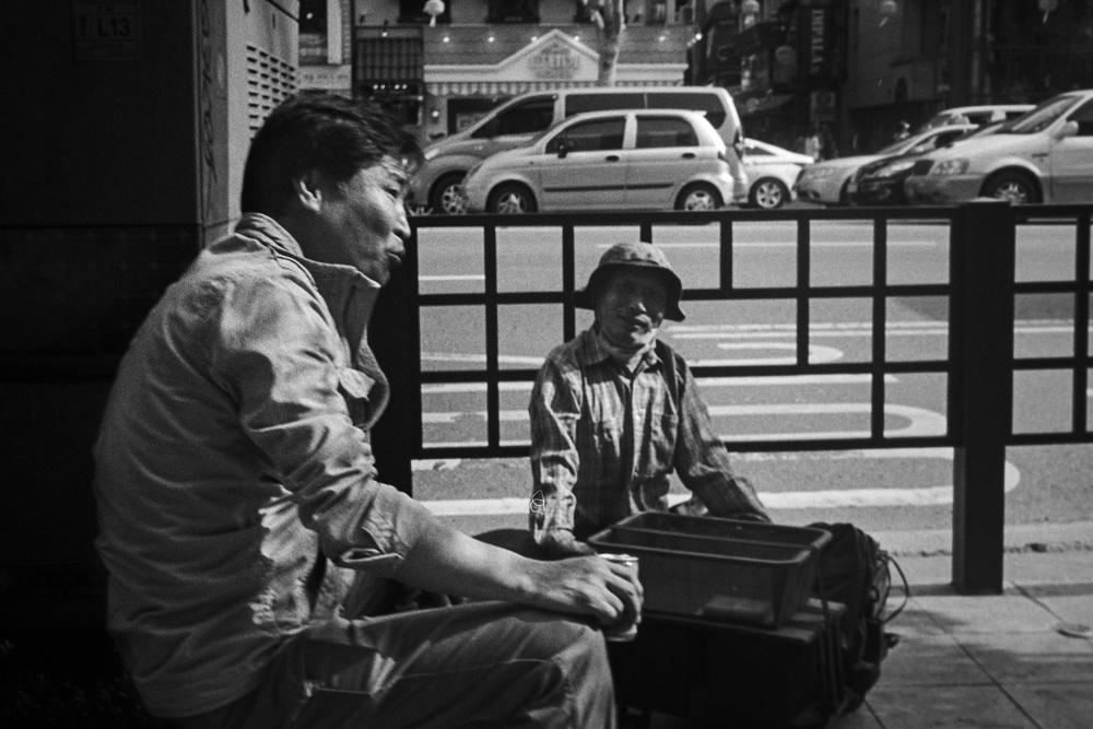 jongro board man talking.jpg