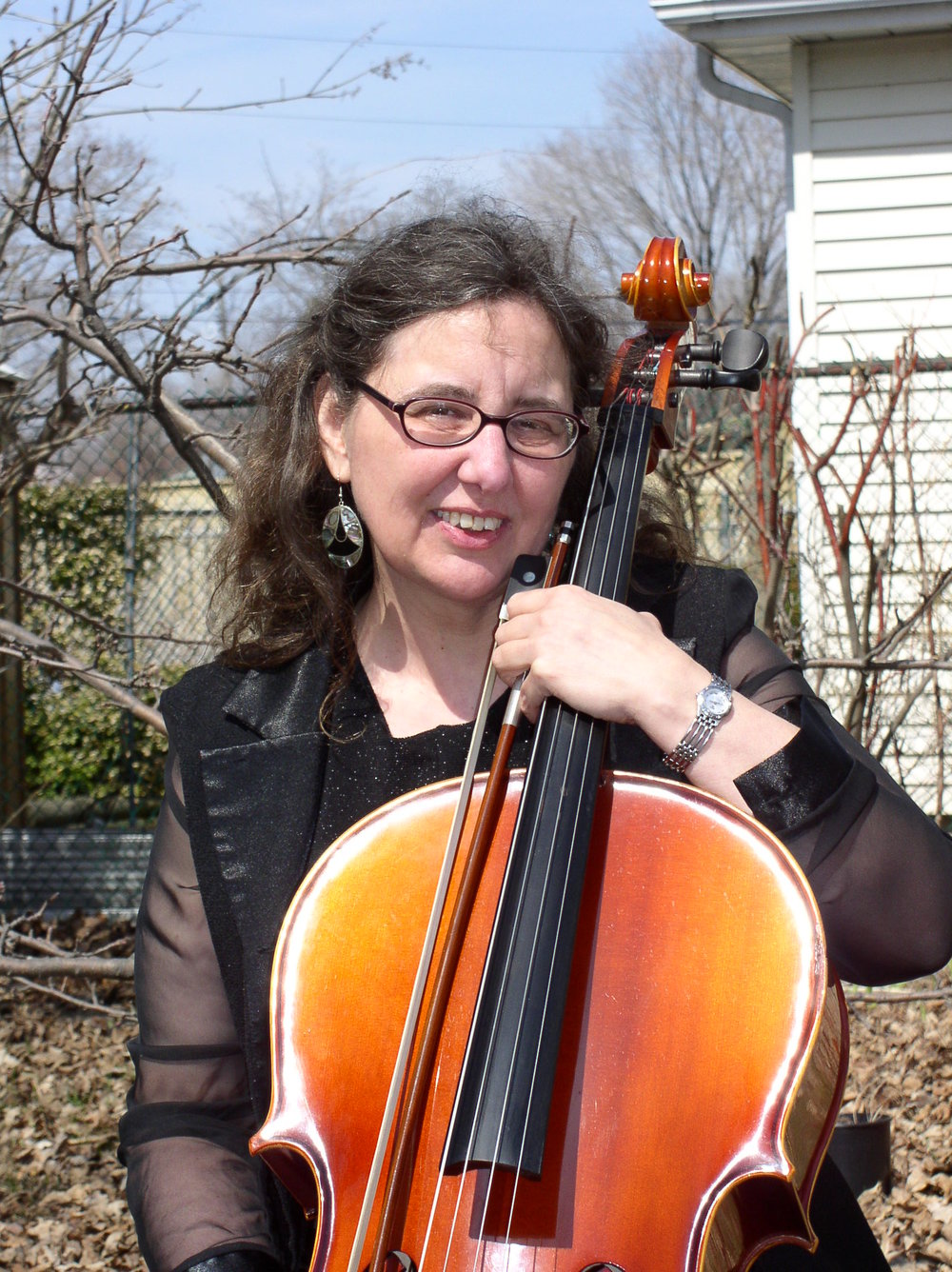 MARIE HELENE WITH CELLO.JPG