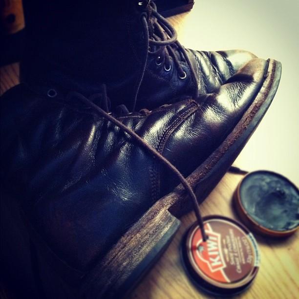 Shoeshine. #class  http://instagr.am/p/hhJCs/  Shoeshine. #class