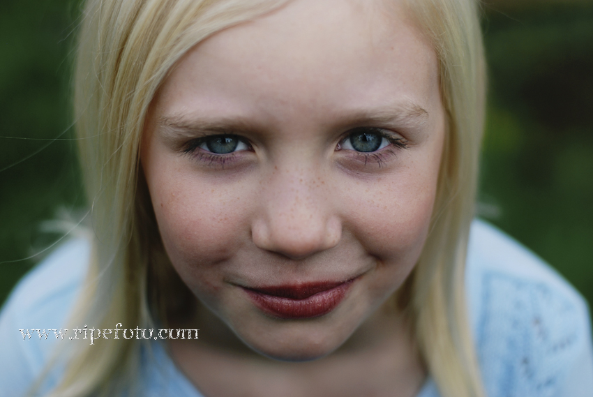 Portrait of girl by children's photographer Ripe Photography.