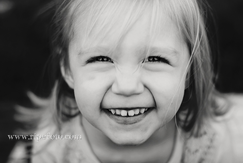 B&W portrait of little girl by Ripe Photography of Portland, Oregon.