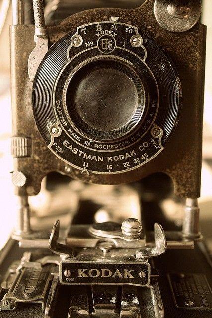 Image Credits: John Ellis's Vintage Cameras:http://tapiture.com/jellis/vintage-cameras