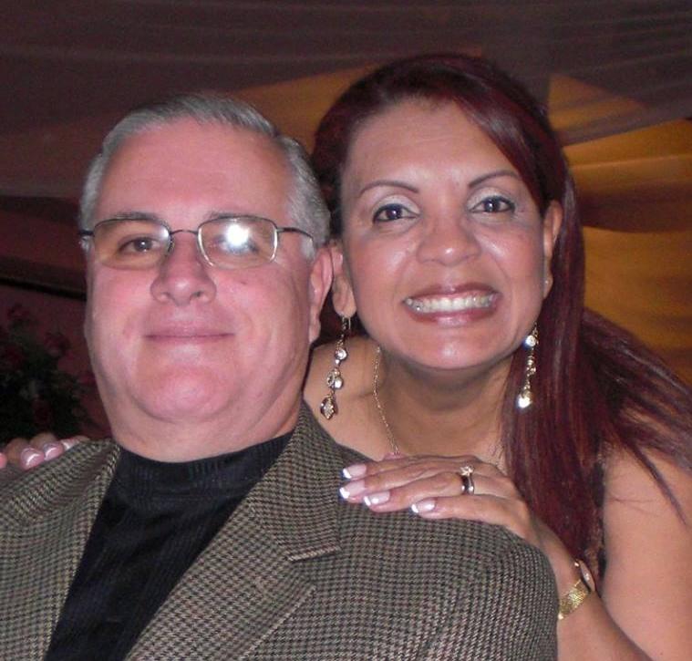 """Héctor y Giselle Villalobos -  Ambos nacidos en San José, Costa Rica. Contrajeron matrimonio en Febrero de 1984. Su carrera espiritual inicio en el Centro Evangelístico Asambleas de Dios en esa ciudad en los años 1986 (Giselle)y 1988 (Héctor). Comenzaron su preparación ministerial en el Centro de Estudios Bíblicos de Asambleas de Dios en esos mismos años. Iniciaron de inmediato sus servicios en esta iglesia hasta el año 1998 donde luego emigraron a los Estados Unidos.El Pastor Héctor se graduó en Administración de Empresas, adquiriendo también cursos y experiencia en Sistemas de Información Gerencial,Tesorería y Finanzas.La Pastora se graduó de Bachelor of Theology en la Logos Christian University de Jacksonville, Florida, en el año 2007, en donde el Pastor también fue profesor de varias materias. Ambos Pastores fundaron una rama de esta Universidad en la Ciudad de Weston, Florida donde ambos también impartieron lecciones. En el año 2015 se trasladaron a vivir al área de Atlanta Georgia después de conocerse con la familia de los Pastores de la Iglesia Casa de Libertad, Jorge y Alda Rojas. A partir de Mayo del 2015, fueron nombrados como Pastores de la Iglesia Hija en la ciudad de Cartersville, donde se encuentran hoy día.En el año 2016, el Pastor Héctor publica su primer libro llamado """"En el principio todos éramos felices""""."""