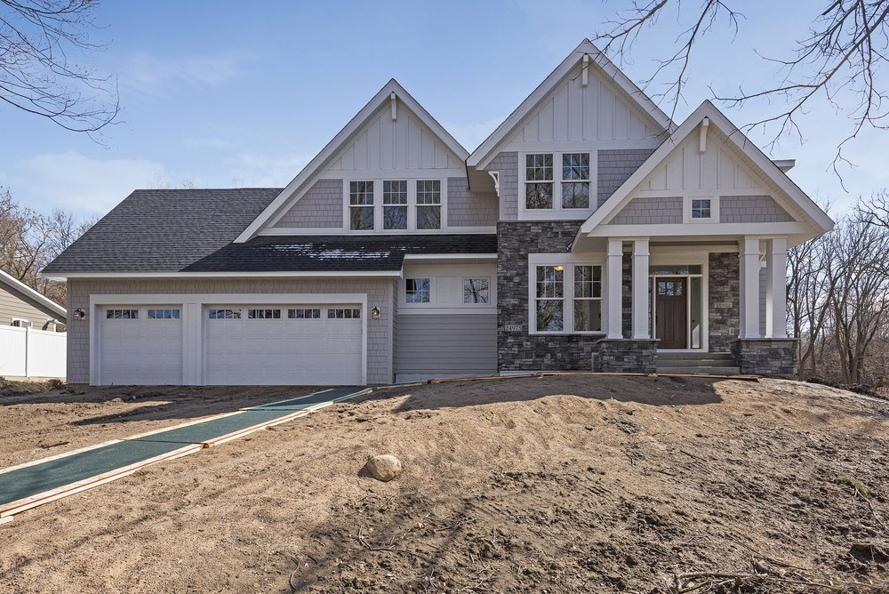 24975 Glen Road • Shorewood   Click on image for a complete gallery for this home.