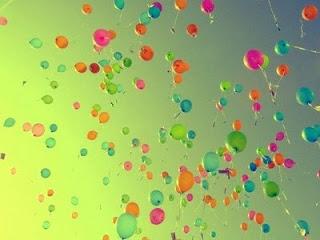 balloons-sky-green-random-1.jpg
