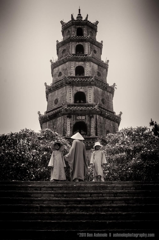 Vietnamese Family, Thien Mu Pagoda, Hue, Vietnam, Ben Ashmole