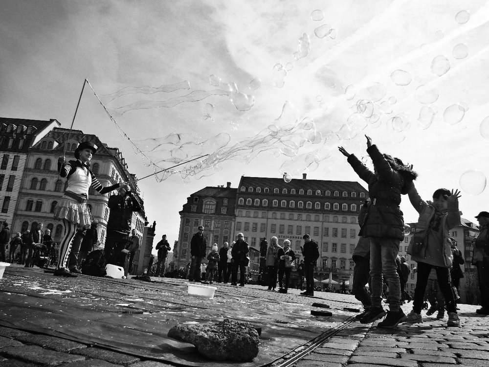 Bubble goofs in the Dresden square.