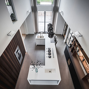 nomaa culimaat luxe strakke moderne eigentijdse ruime keuken kookeiland gaggenau hout eucalyptus fenix corian himacs zwart wit architect interieur zelfbouw.jpg