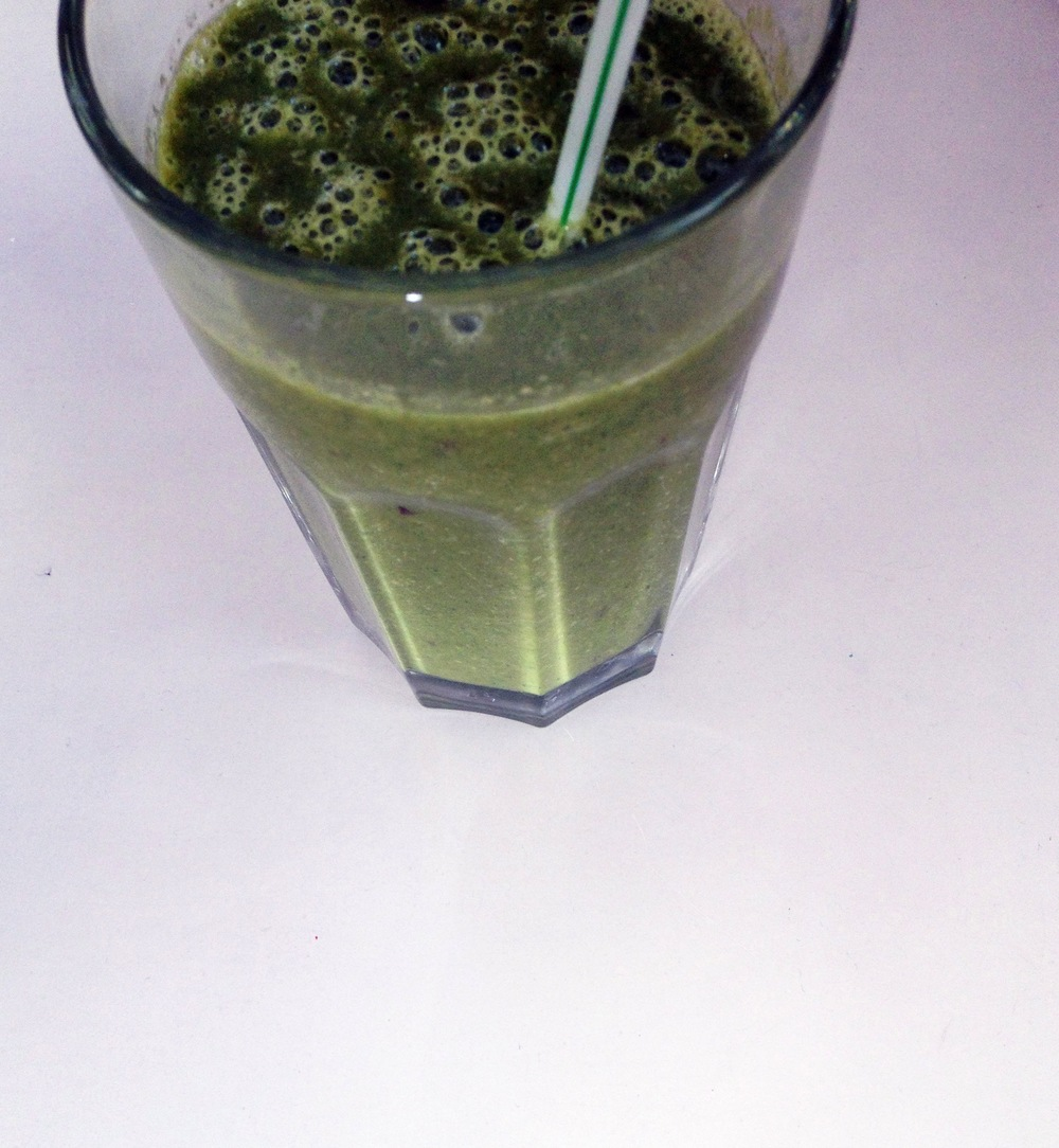 Homemade Green Juice Smoothie / Second Floor Flat