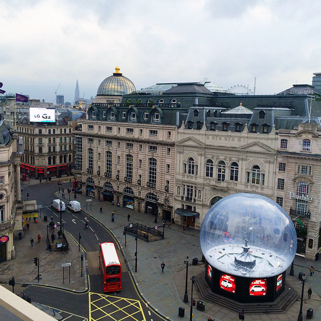 Piccadilly Circus / Things To See In London // Second Floor Flat