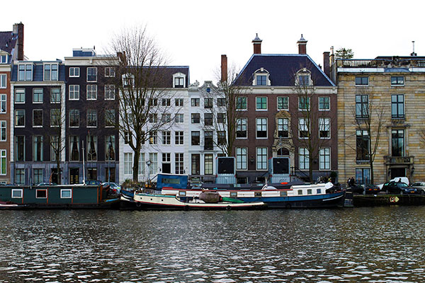 Amsterdam canal | secondfloorflat.com