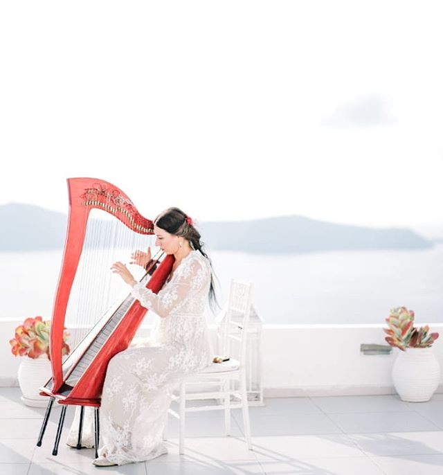 The dreamy scene from the wedding in Santorini!! Always love a harpist at a wedding 😍 . . Wedding Planner @weddingsinsantorini #greece🇬🇷 #destinationwedding #destinationweddingphotographer  #fearlessphotographer #santoriniwedding  #contax645 #filmphotographer #fineartcuration #weddingplanner #destinationweddingstylist #weddingstylist #santoriniwedding #santoriniweddingphotographer #bluedome #parisprewedding #provencewedding #spainwedding  #honeymoonsantorini #perthwedding #perthweddingphotographer #margaretriverwedding #marthastewartweddings #stylemepretty #fineartcuration