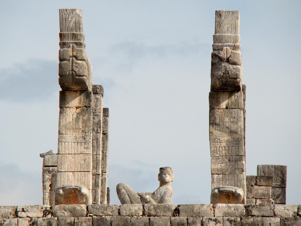 戰士神廟上的Chac-Mool神像。(Source: Wikipedia)