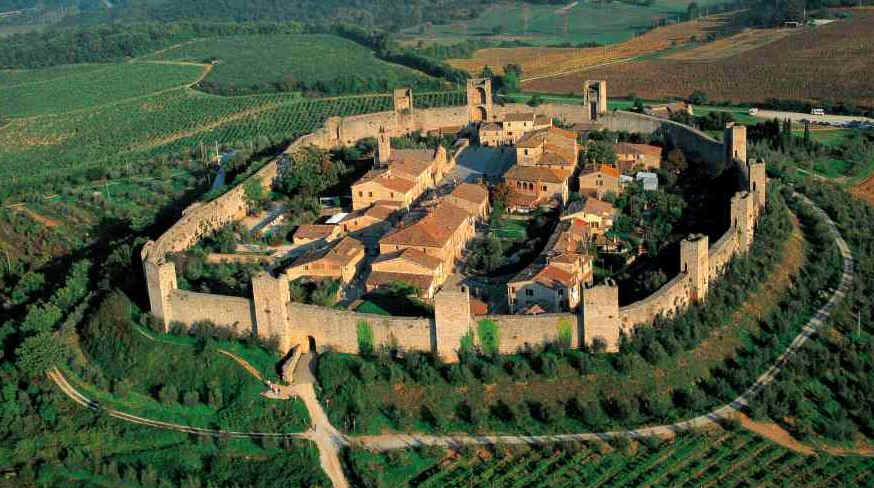 The perfectly preserved miniature walled city of Monteriggioni. (source:  www.turismo.intoscana.it )