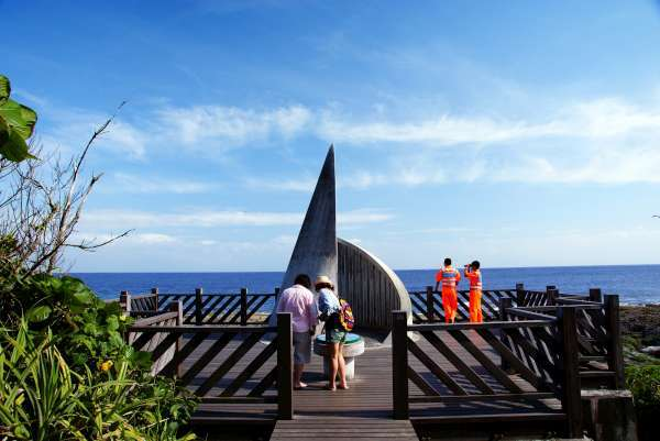 立於礁岩上的最南點意象標誌。 (圖片來源:墾丁國家公園)