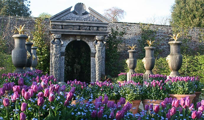 阿倫德爾城堡裡的花園一角。 One of Arundel Castles walled gardens. (Photo from www.arundelcastle.org)