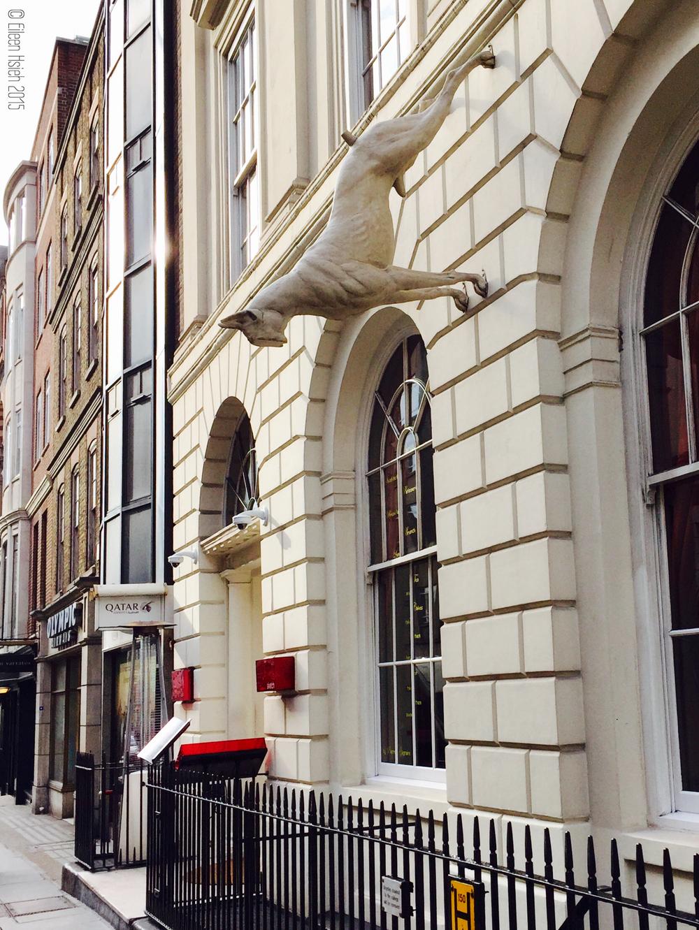 The Great Dane sculpture outside of Sketch. 門外挑戰地心引力的丹麥獵犬雕塑。© Eileen Hsieh