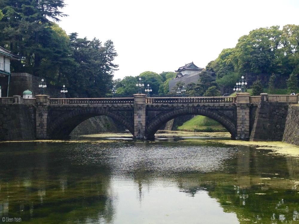 Tokyo's most famous bridge -Nijubashi. 東京赫赫有名的二重橋。© Eileen Hsieh
