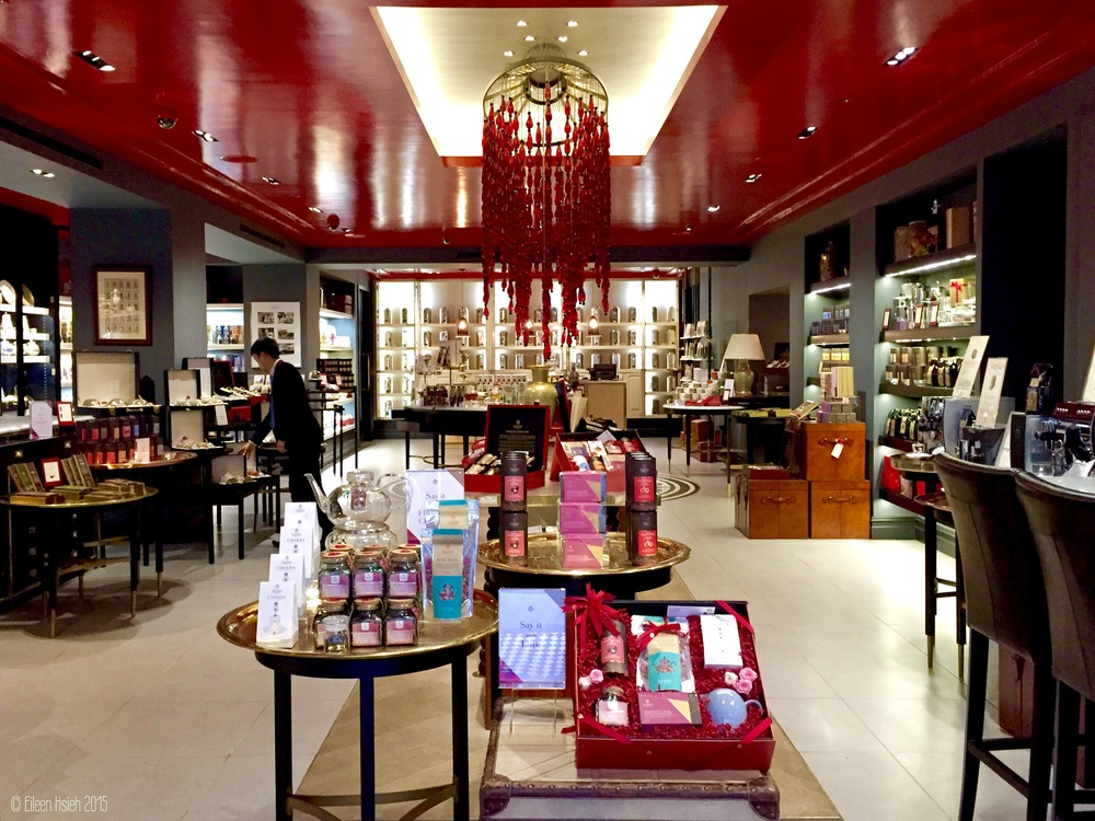 The sumptuous interiors of the East India Company store in London. 倫敦東印度公司店裡的裝潢有濃濃的東方色彩。© Eileen Hsieh