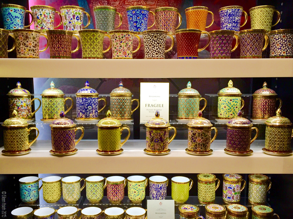 These Benjarong mugs by the East India Company are gorgeous, fragile and expensive. 東印度公司高價位的Benjarong系列茶杯。© Eileen Hsieh