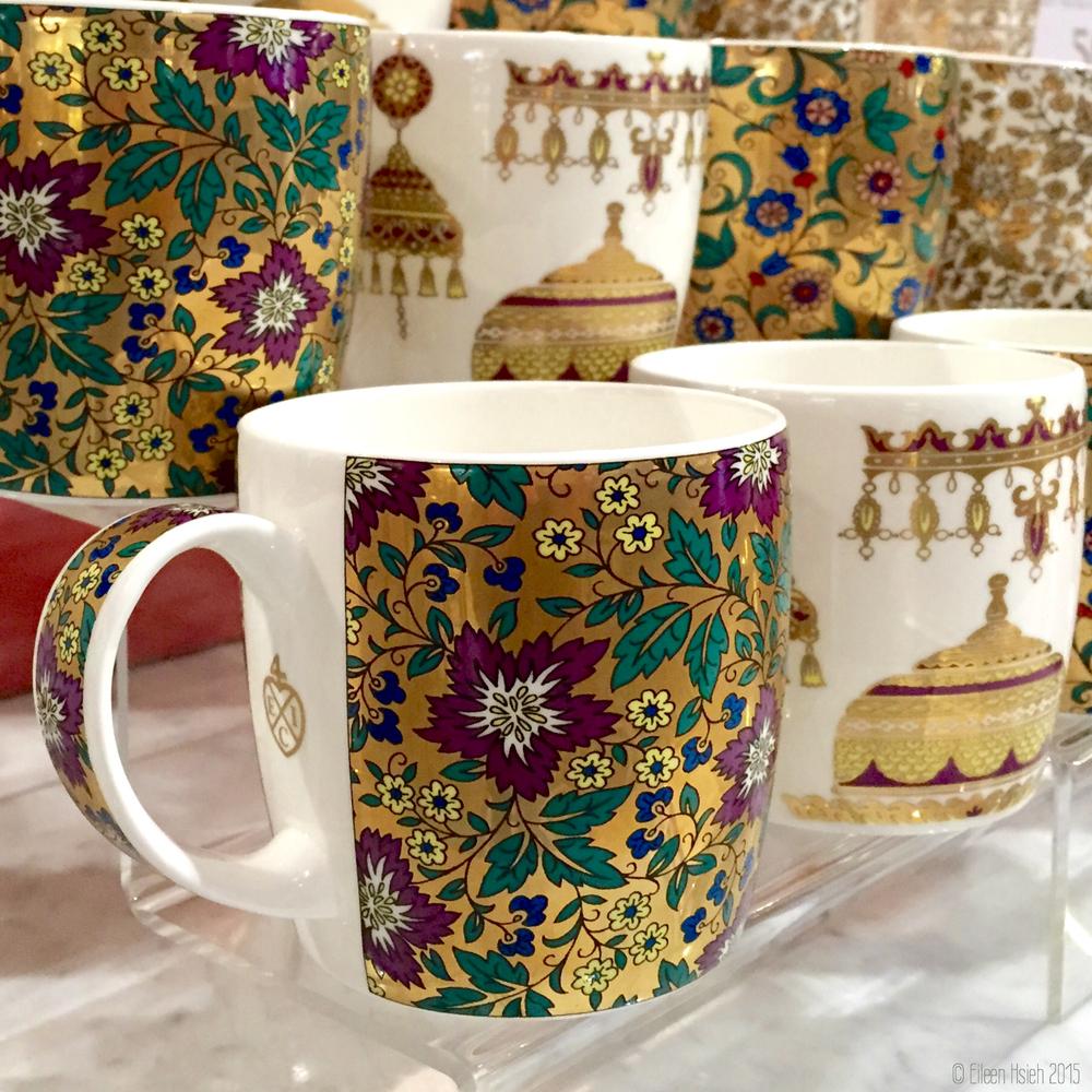 "The more ""affordable"" bone china mugs. 對荷包比較友善 (一點點)的骨瓷杯。© Eileen Hsieh"