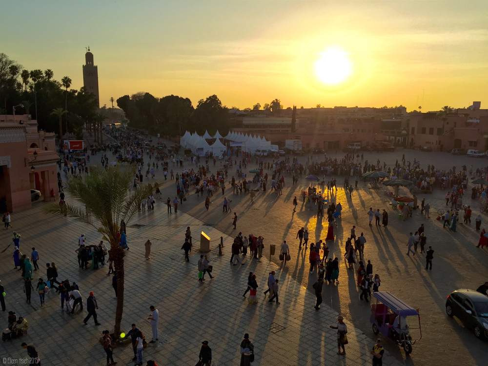 The heart of Marrakech's medina - Jemaa el Fna. 馬拉喀什老城的心臟 - Jemaa el Fna 大廣場。© Eileen Hsieh