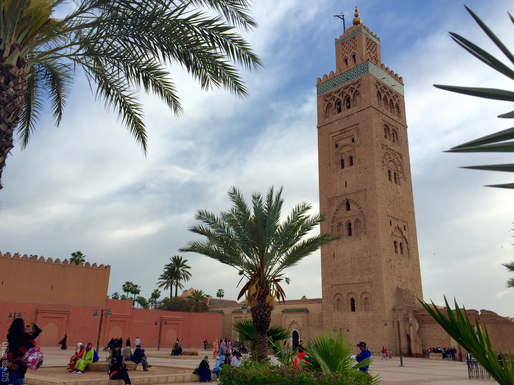 The minaret of the 12th century Koutoubia Mosque, the largest mosque in Marrakech. 源於十二世紀的庫圖比亞清真寺與尖塔,是 馬拉喀什最大的  清真寺。