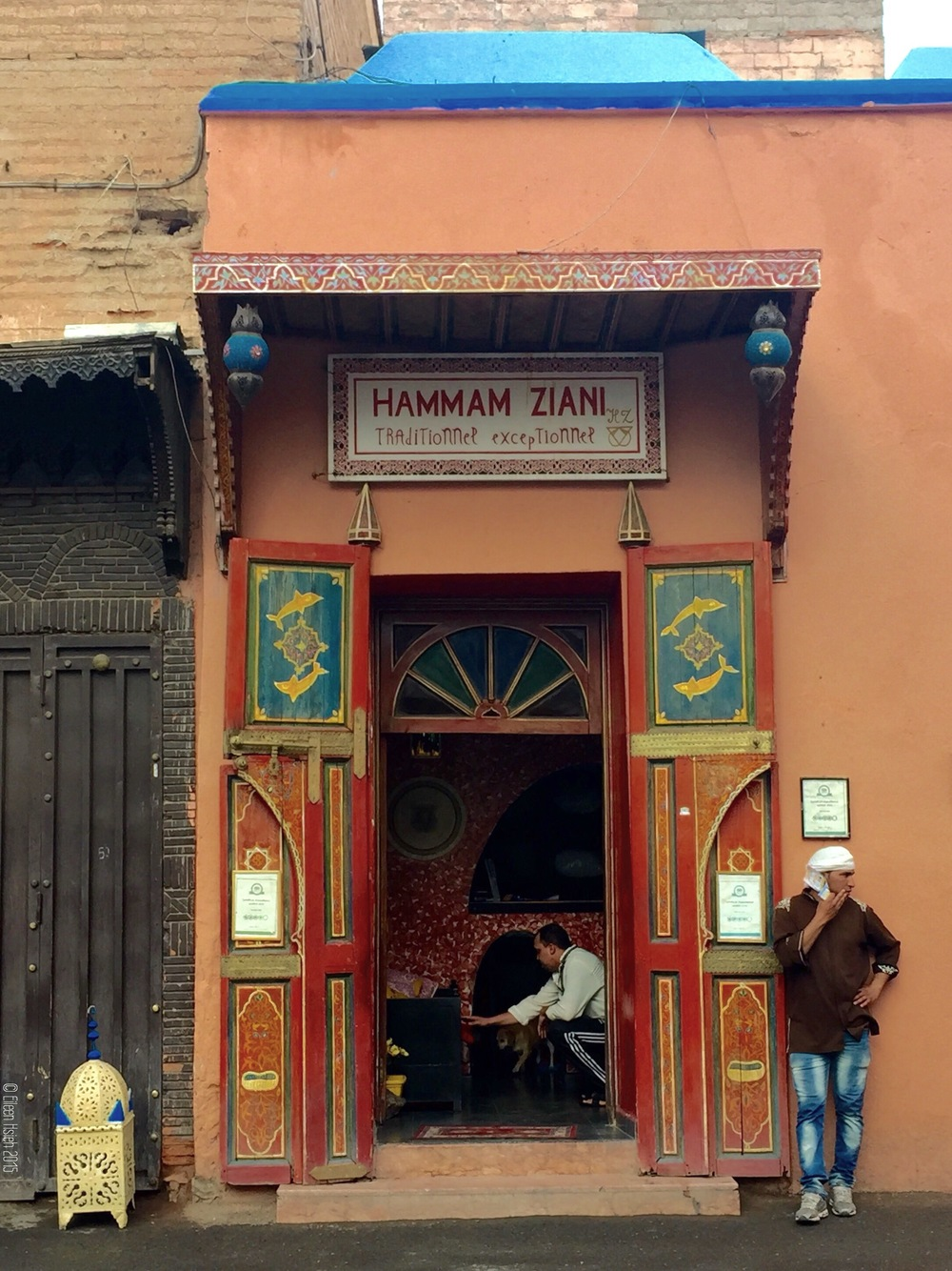 Entrance of a traditional Moroccan hammam bath house, where you can get the most thorough body scrub and come out shiny and new. 摩洛哥 傳統 澡堂的入口,進去被刮掉一層皮後(其實是汙垢啦),保證出來全身亮晶晶。