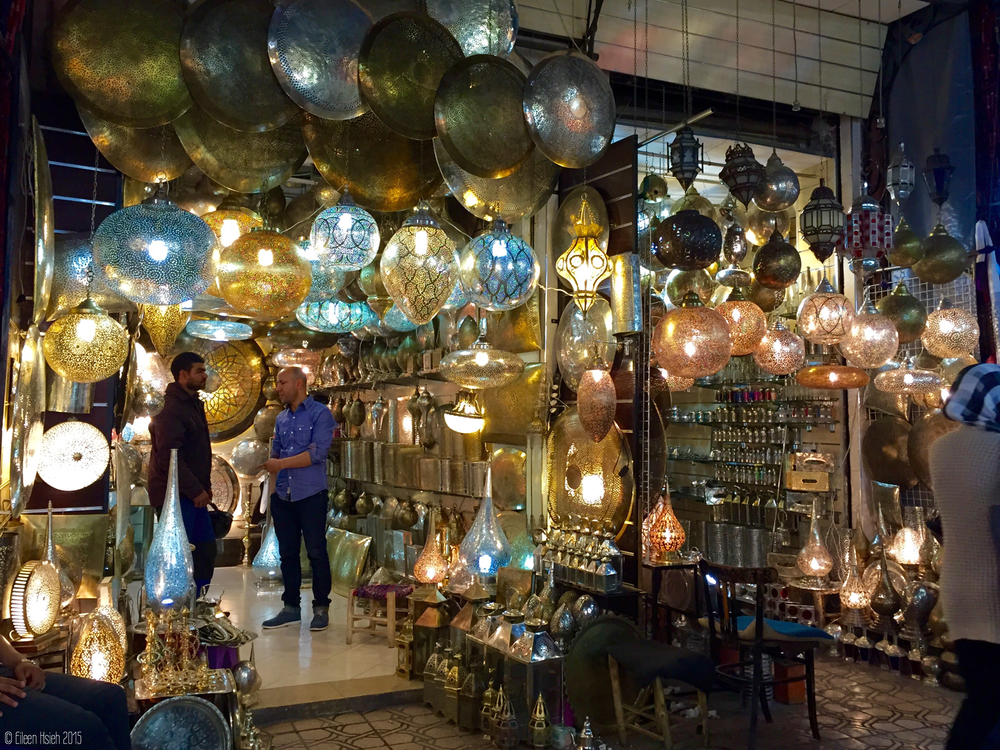 Lamp, lamp and more lamp! Take these home and create your very own Arabian night. 家裡放幾隻漂亮的摩洛哥仿古燈,你也可以擁有夢幻的阿拉伯之夜。
