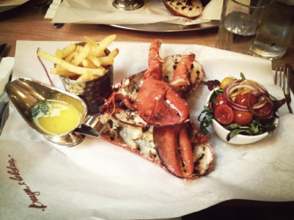 Grilled lobster set at Burger & Lobster. B&L 的烤龍蝦套餐。