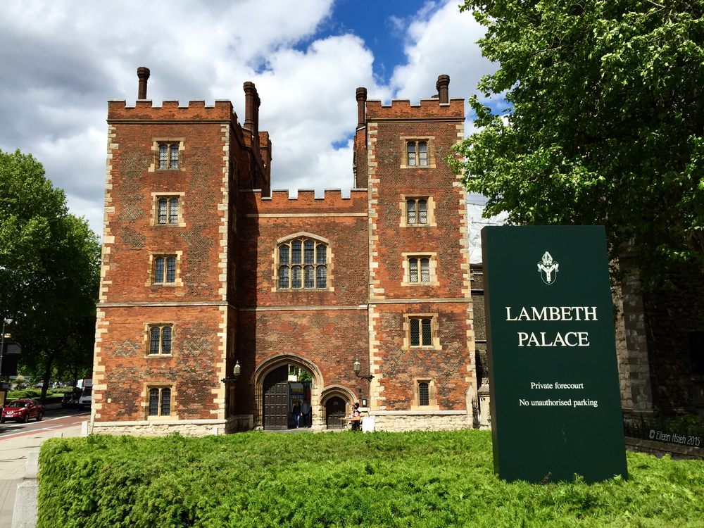 Morton's Tower gatehouse, the main entrance of Lambeth Palace. 蘭博工的正門,莫頓塔。 © Eileen Hsieh