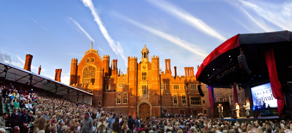 Hampton Court Palace Festival presents the most stunning backdrop. 漢普頓宮音樂節出色的背景。© Hampton Court Palace